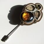 Brosa Hydria din piele, sidef, sticla galvanizata si metal_75 lei