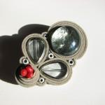 Brosa Pyrina din piele, metal, sticla galvanizata, foita de AG si coral rosu_pret 75 lei